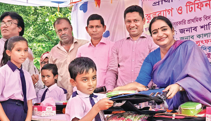 Distributes school bags, tiffin box among the students