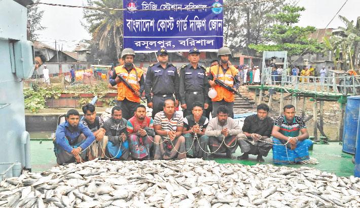 Coastguard arrest fishermen for hilsa fishing
