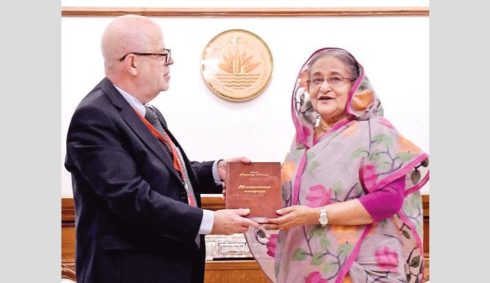 Books on Bangabandhu,Sheikh Hasina in Russian language handed to PM