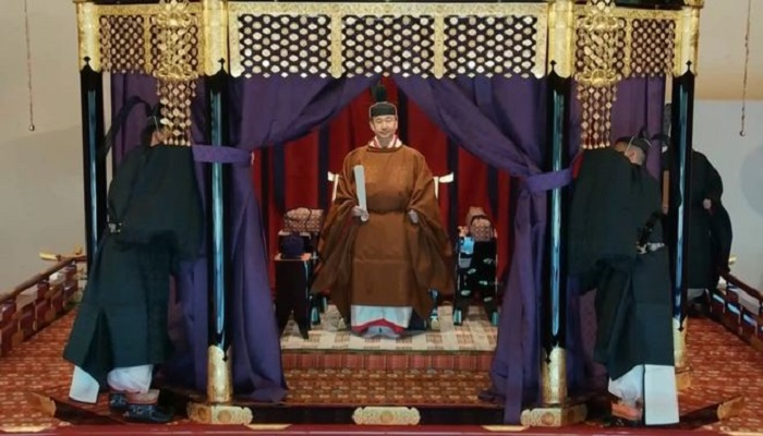 Naruhito: Japan's emperor formally proclaims ascension to throne