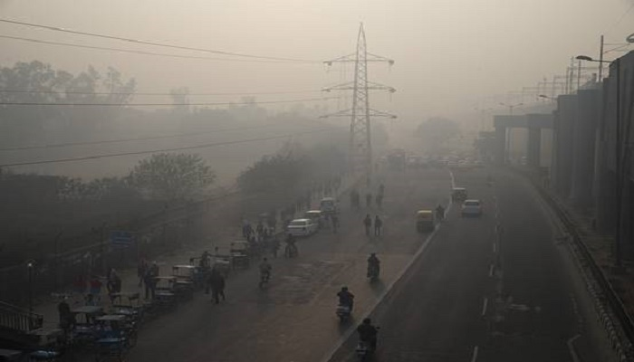 32 flights diverted from Delhi airport due to thick smog