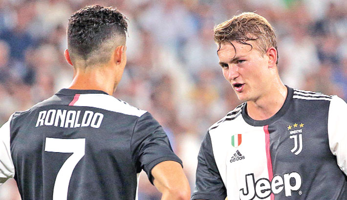 De Ligt keeps Juventus on top