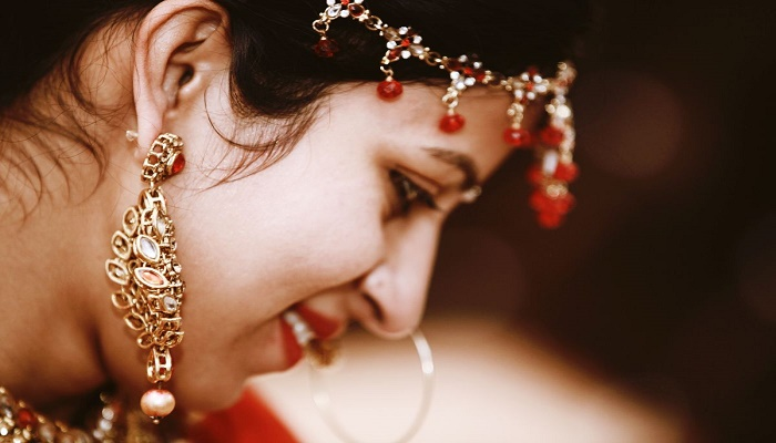 How to deal with heavy earrings this wedding season?