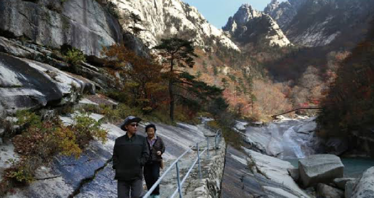 S Korea offers to visit stalled joint tour resort in North