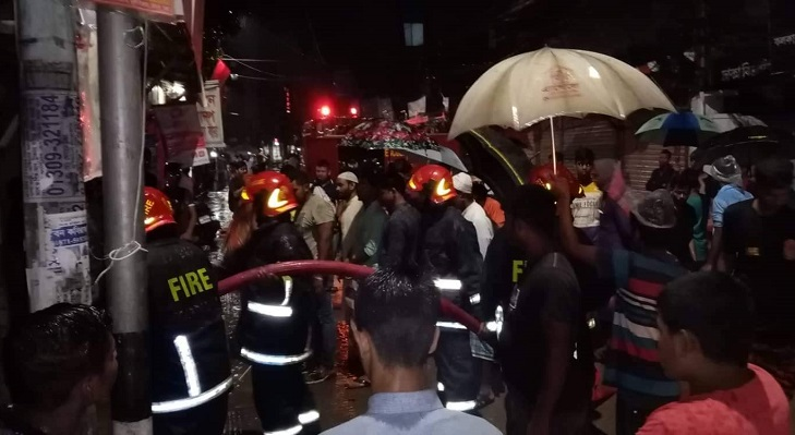 Fire originates from gas pipeline leak at Paltan