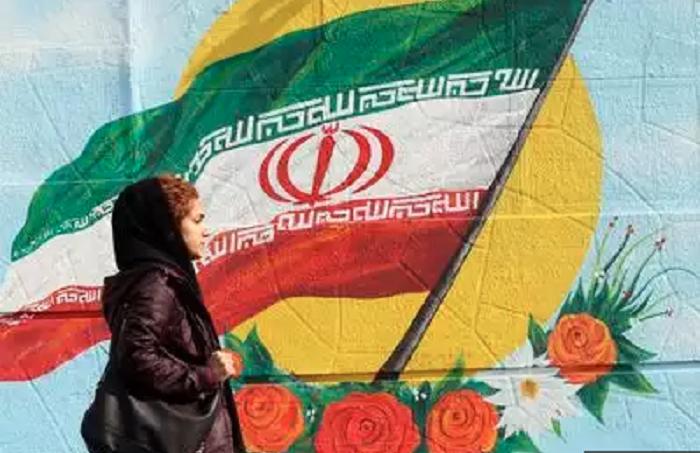 Iran awards prestigious prize to 2 US-educated scientists