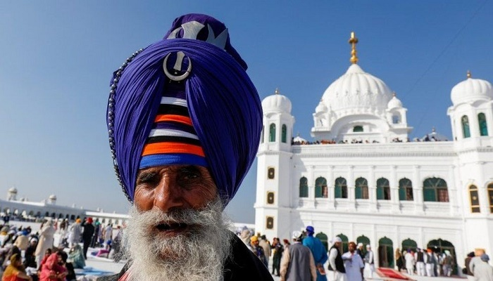 Guru Nanak: Historic Sikh celebrations take place in India and Pakistan