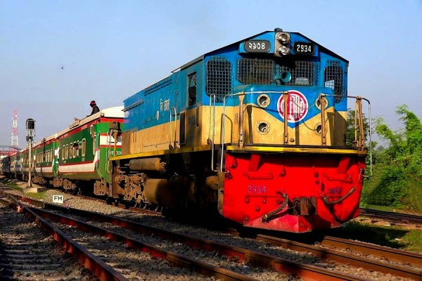 Dhaka's rail link with north, south partly resumed after 6 hours