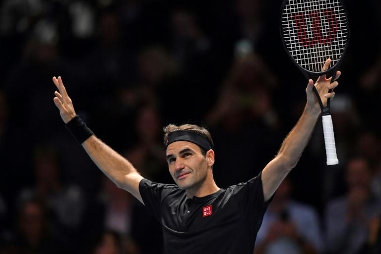 Federer outclasses Djokovic to reach ATP Finals semis