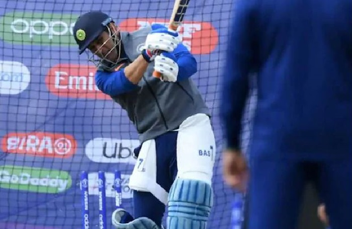 Dhoni's net session in Ranchi fuels comeback rumours