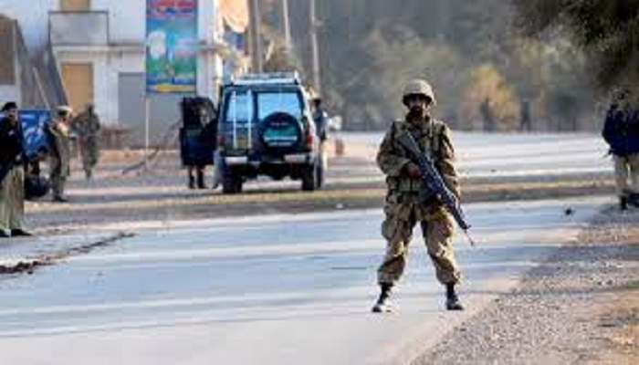 Roadside bomb kills 3 paramilitary troops in Pakistan