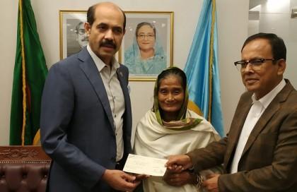 Kangalini Sufia gets TK 2 lakh from DNCC mayor