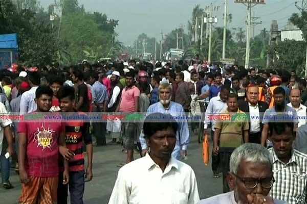 Truck kills mother, daughter in Naogaon; locals block highway