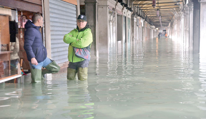 St Mark's closed as water again invades Venice