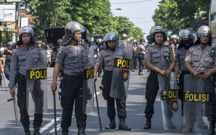Indonesia arrests 43 people following suicide attack