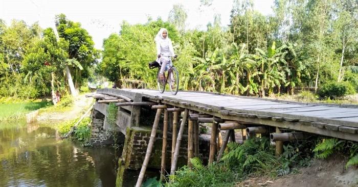 A concrete bridge could reduce hassles of thousands