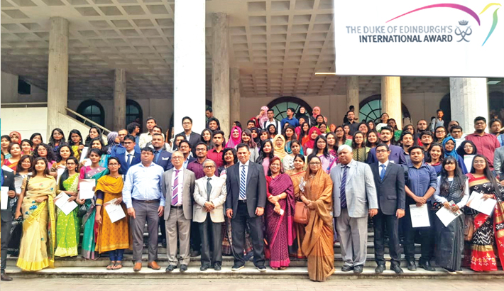 143 DU students get Duke of Edinburgh's award