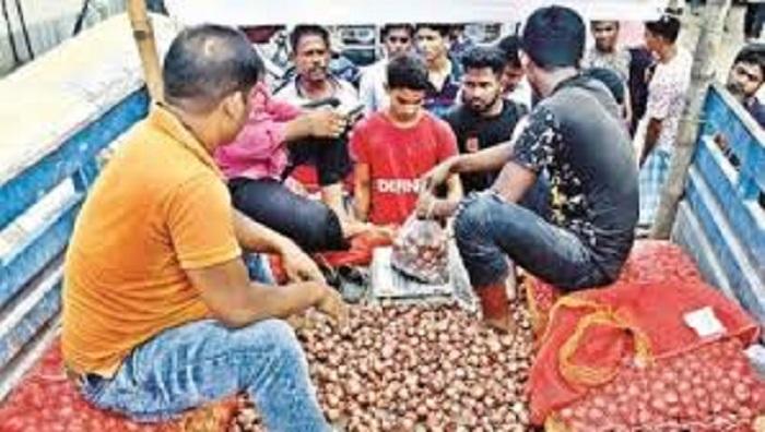 TCB starts open market onion sale in Ctg
