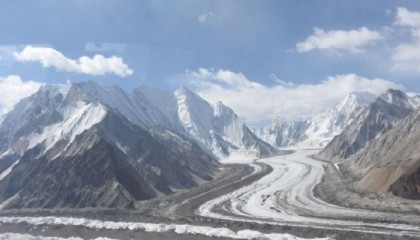 Avalanche kills six on Siachen glacier in Kashmir