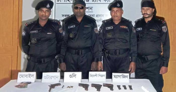 'Drug peddler' held with four firearms in Chapainawabganj