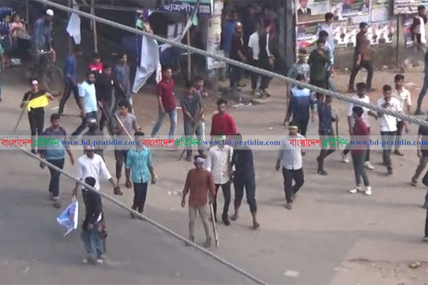 Rival Awami League men clash over council in Noakhali, 53 hurt