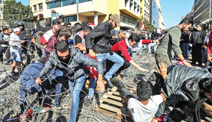 Protesters force postponement of Lebanese parliament session