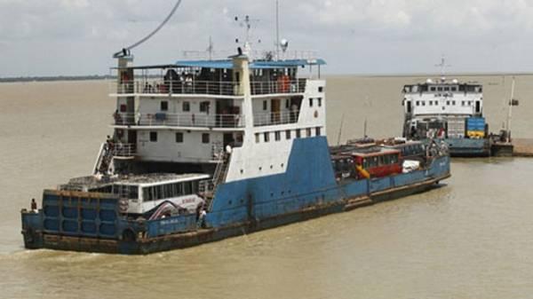 Paturia-Daulatdia ferry service resumes after 2-hr suspension