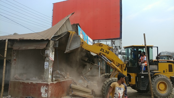 Roads and Highways Department conducts eviction drive on Dhaka-Aricha highway in Savar