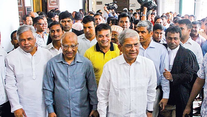 Fakhrul, 5 other BNP leaders reach High Court to seek anticipatory bail