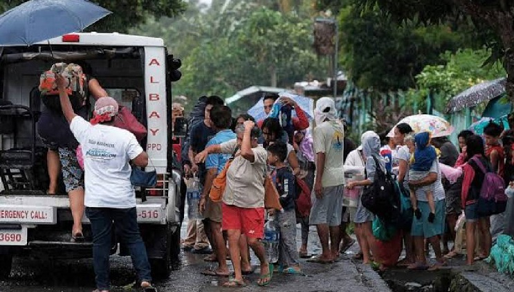 Philippine capital warned as strong typhoon approaches