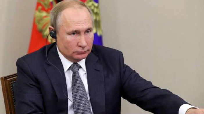 Putin signs bill targeting journalists and bloggers