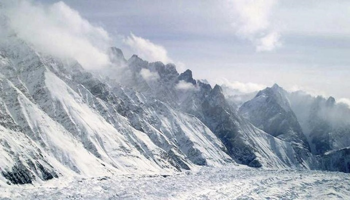 4 soldiers trapped in avalanches near LoC in Indian Kashmir