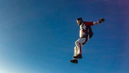 Bridegroom skydives into his wedding