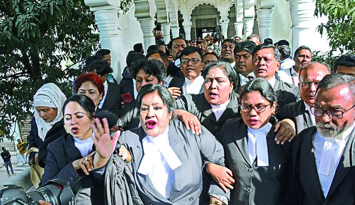CJ quits court amid 'unprecedented chaos' by pro-BNP lawyers