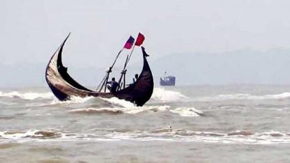 Myanmar Navy detains 17 Bangladeshi fishermen