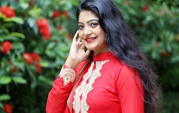 Singer Salma obtains 'Diploma in Higher Studies' degree from UK university
