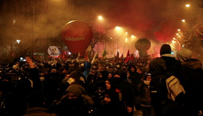 No let-up in French strikes as fresh turmoil hits weekend