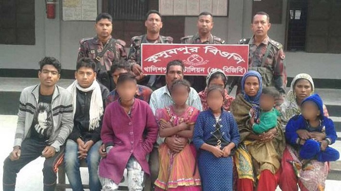 BGB detains 12 Bangladeshis while returning from India without valid travel documents