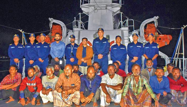 Coast Guard of Bangladesh received 17 Bangladeshi fishermen