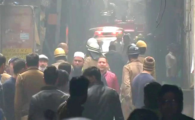 At least 43 killed in Delhi factory fire (Video)