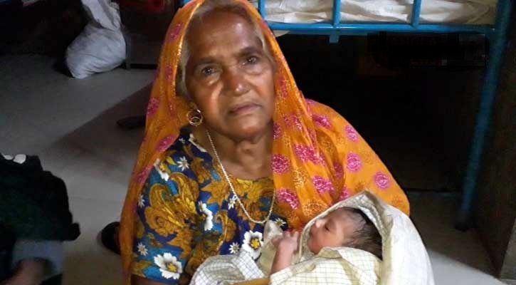 Woman again gives birth to baby at stairs in Sirajganj hospital
