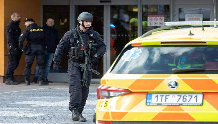 Gunman kills himself after deadly Czech hospital rampage