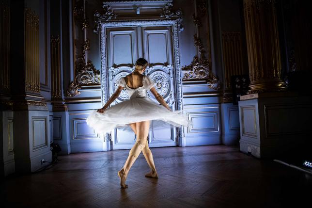 Paris Opera ballet dancers protest against pension-reform