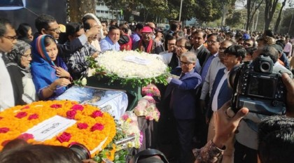 People pay tribute to Professor Ajoy Roy at Shaheed Minar
