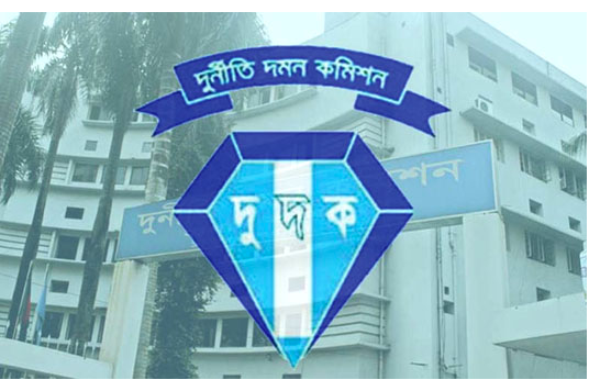 ACC detains two EC staff in Ctg