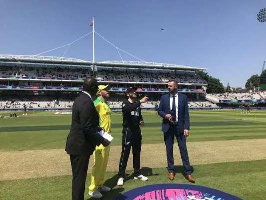 Australia win toss and bat against New Zealand