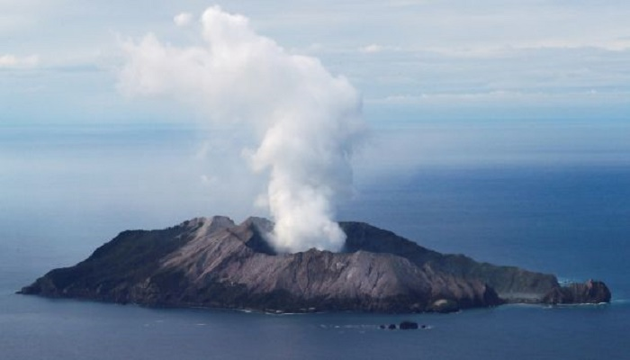 White Island volcano: New Zealand police to recover bodies despite danger