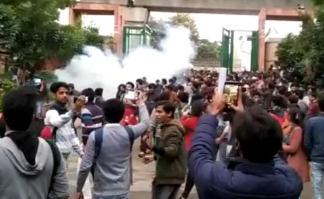 Jamia students clash with Delhi police, 50 detained