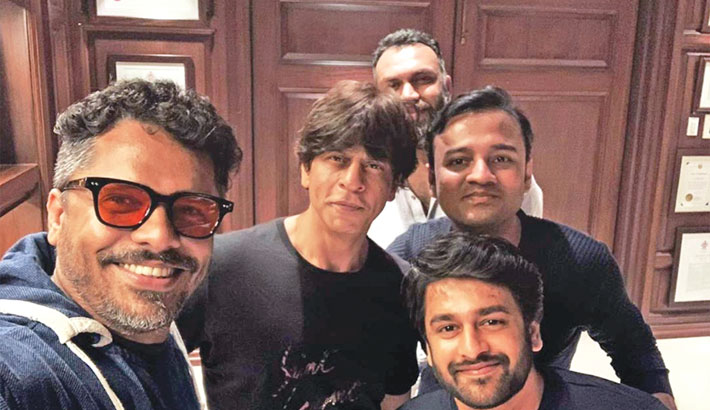 SRK to sign his next film with Aashiq Abu