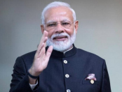 Narendra Modi fell down on stairs at Ganga ghat in Kanpur (Watch)